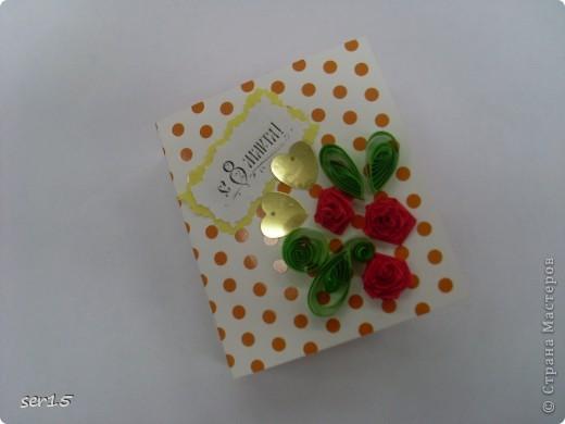 Ну, вот мы стоим с подарками девочек. Кеды сделаны руками девочек. Они их сделали нам на 23 февраля! Туда они положили конфеты и жвачки, а в придачу подарили наклейки. Кеды взяли у allasol. Вот адрес  http://stranamasterov.ru/node/68108. фото 4