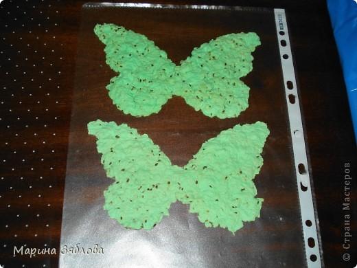 Вот таких бабочек мы сделали с дочечкой.А секрет в том , что в бабочках есть семена, которые потом можно посадить. Можно сделать открытку с  разным фоном , формой и удивить того,  кому она предназначена.  фото 5