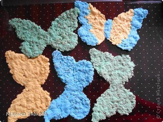 Вот таких бабочек мы сделали с дочечкой.А секрет в том , что в бабочках есть семена, которые потом можно посадить. Можно сделать открытку с  разным фоном , формой и удивить того,  кому она предназначена.  фото 7