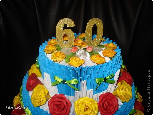Очередной торт из модулей. Торт состоит из трёх ярусов.  1 ярус в основе 42 модуля 2 ярус в основе 72 модуля 3 ярус в основе 102 модуля. фото 3