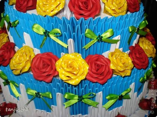 Очередной торт из модулей. Торт состоит из трёх ярусов.  1 ярус в основе 42 модуля 2 ярус в основе 72 модуля 3 ярус в основе 102 модуля. фото 2