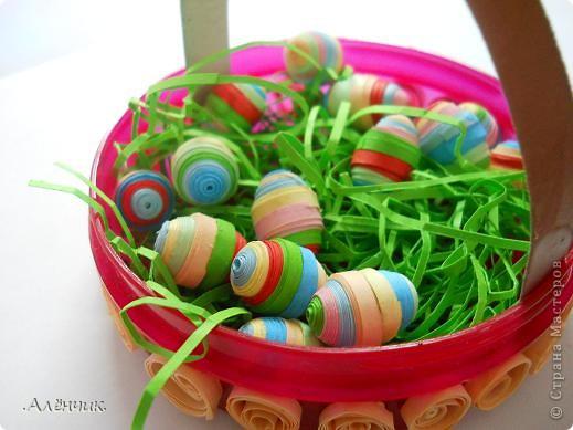 Целый день потратила на такую вот корзиночку с пасхальными яйцами! К сожалению не сфотографировала ход работы, но буду объяснять по ходу дела! фото 1