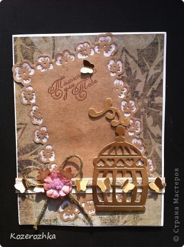 """Открыточка """"Только для тебя"""" сделана при помощи следующих материалов и инструментов: скрап бумага из зимней серии, крафт бумага (тонировала золотыми чернилами), пергамент, тесьма, вощеная нить, дырокольные бабочки и листочки, цветок (самодельный) с сердцевиной из бисера (подсмотрела в работах Аскиной), фигурные дыроколы края и угла, палочка для тиснения, штамп, чернила, машинка для вырубки, скотч."""