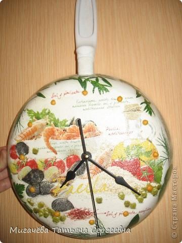 Наконец доделала часики-сковородку.Завтра подарю. фото 1