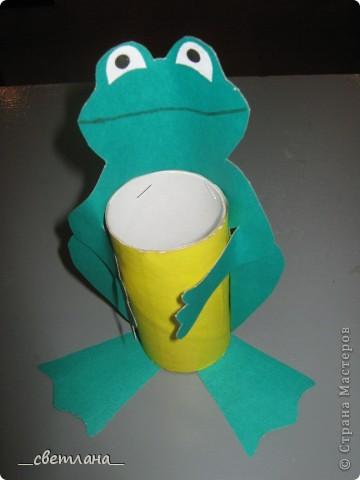 Вот такие карандашницы из рулончиков от туалетной бумаги делали с девочками на кружке. Результатом все остались довольны. Идея из интернета. фото 1