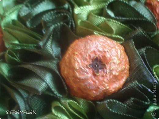 Ну вот! Наконец-то выросло мое экспериментальное атласно-апельсиновое деревце! Затеяла я его еще на 8 мартовские выходные, но закончила только в это воскресенье. И долго ждала солнечной погоды для фото сессии. Но терпеть уже не было сил. Это апельсиновое дерево сделано в подарок на день рождения моей старшей куме. Это деревце должно стать для нее символом удачного замужества и богатства!!! фото 5