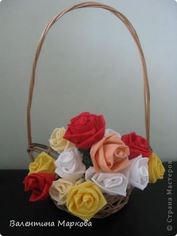 Как обещала добавляю несколько фотографий в мастер класс по изготовлению роз из бумажных салфеток.См мастер класс от11 марта 2011   http://stranamasterov.ru/node/162472 . Я обещала разместить фото роз в корзинке. фото 1