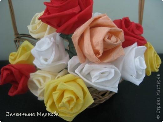 Как обещала добавляю несколько фотографий в мастер класс по изготовлению роз из бумажных салфеток.См мастер класс от11 марта 2011   http://stranamasterov.ru/node/162472 . Я обещала разместить фото роз в корзинке. фото 5