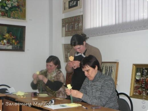 Как обещала добавляю несколько фотографий в мастер класс по изготовлению роз из бумажных салфеток.См мастер класс от11 марта 2011   http://stranamasterov.ru/node/162472 . Я обещала разместить фото роз в корзинке. фото 3