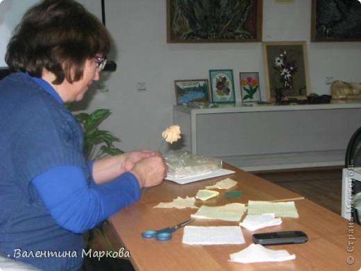 Как обещала добавляю несколько фотографий в мастер класс по изготовлению роз из бумажных салфеток.См мастер класс от11 марта 2011   http://stranamasterov.ru/node/162472 . Я обещала разместить фото роз в корзинке. фото 4