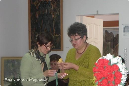 Как обещала добавляю несколько фотографий в мастер класс по изготовлению роз из бумажных салфеток.См мастер класс от11 марта 2011   http://stranamasterov.ru/node/162472 . Я обещала разместить фото роз в корзинке. фото 2