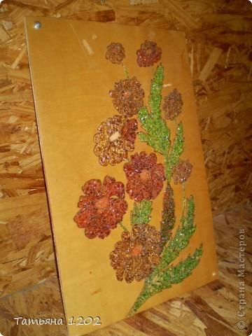 С начало выжигала рисунок,потом наносила клей,на клей битое стекло. фото 2