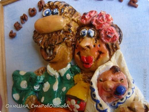 """""""На что клад коли в семье лад"""". Понравились объёмные статуэтки из глины( наткнулась в интернете). И сделала себе из теста -картинки небольшие 15*20 см. Очень они мне показались домашними, одним словом семейные. фото 5"""