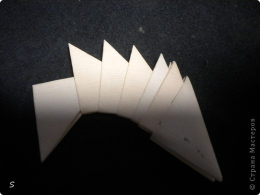 Вот такого маленького красавца мы сейчас будет делать.  Шаг 1: Заготовка. Для этого бумажного скорпиона нам понадобятся 77 модулей 3*4,5 см. Если делать из больших модулей - эффект живого скорпиона не будет достигнут, т.к. чешуйки буду очень большими и неестественными. Модули можно изготовить по данной схеме http://stranamasterov.ru/technic/origami_module?tid=451 . фото 10
