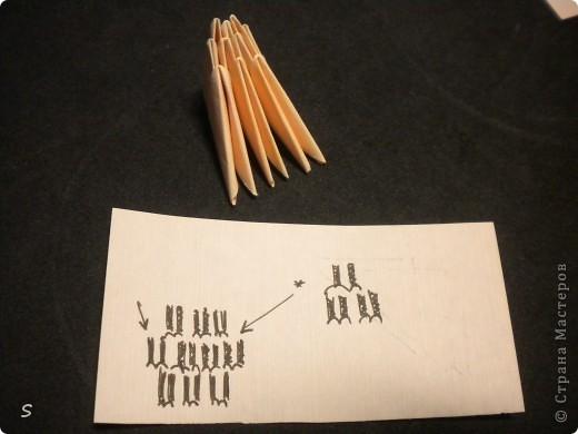 Вот такого маленького красавца мы сейчас будет делать.  Шаг 1: Заготовка. Для этого бумажного скорпиона нам понадобятся 77 модулей 3*4,5 см. Если делать из больших модулей - эффект живого скорпиона не будет достигнут, т.к. чешуйки буду очень большими и неестественными. Модули можно изготовить по данной схеме https://stranamasterov.ru/technic/origami_module?tid=451 . фото 13