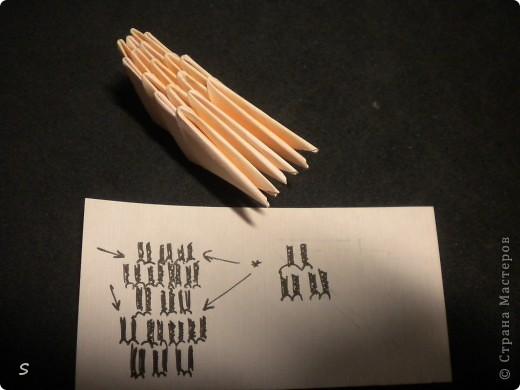 Вот такого маленького красавца мы сейчас будет делать.  Шаг 1: Заготовка. Для этого бумажного скорпиона нам понадобятся 77 модулей 3*4,5 см. Если делать из больших модулей - эффект живого скорпиона не будет достигнут, т.к. чешуйки буду очень большими и неестественными. Модули можно изготовить по данной схеме http://stranamasterov.ru/technic/origami_module?tid=451 . фото 14