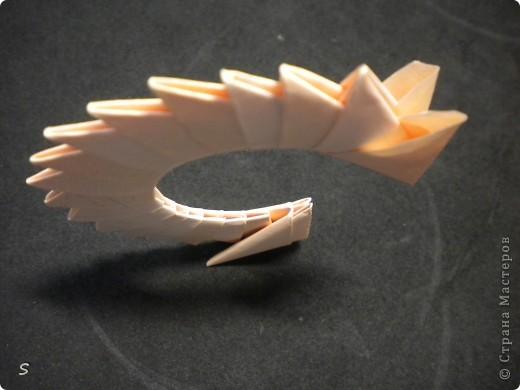 Вот такого маленького красавца мы сейчас будет делать.  Шаг 1: Заготовка. Для этого бумажного скорпиона нам понадобятся 77 модулей 3*4,5 см. Если делать из больших модулей - эффект живого скорпиона не будет достигнут, т.к. чешуйки буду очень большими и неестественными. Модули можно изготовить по данной схеме https://stranamasterov.ru/technic/origami_module?tid=451 . фото 17