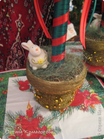 Декор предметов Поделка изделие Новый год Новогодний домик Клей Ленты Пенопласт Продукты пищевые Скотч Шишки фото 2