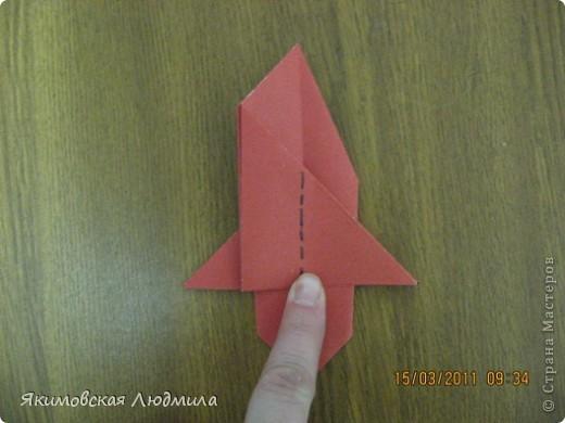 Вот такую ракету в технике оригами можно сделать как элемент композиции на космическую тему. фото 22