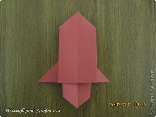 Вот такую ракету в технике оригами можно сделать как элемент композиции на космическую тему. фото 23