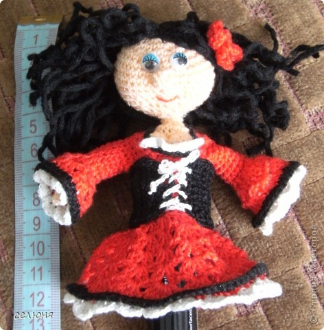 Вот такие пальчиковые куколки в национальных костюмах связала на конкурс в интернете. Познакомьтесь - это жгучая испанка донна Анна и очаровательная украиночка Оксана фото 4