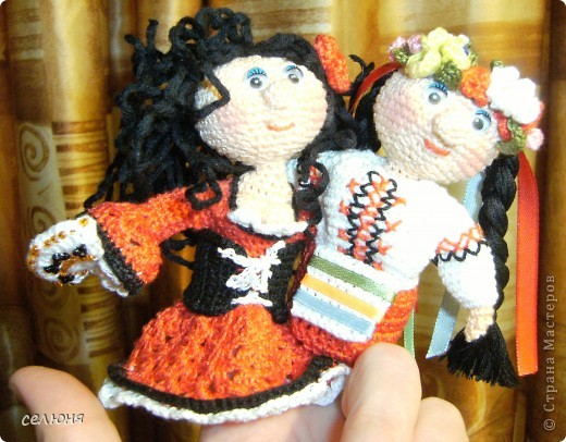Вот такие пальчиковые куколки в национальных костюмах связала на конкурс в интернете. Познакомьтесь - это жгучая испанка донна Анна и очаровательная украиночка Оксана фото 15