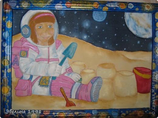 Эту картину я нарисовала учителям к празднику 8 марта. Рамки мне делает папа из потолочного плинтуса. Чтобы было красивее задекупажила. фото 2