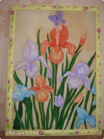 Эту картину я нарисовала учителям к празднику 8 марта. Рамки мне делает папа из потолочного плинтуса. Чтобы было красивее задекупажила. фото 1