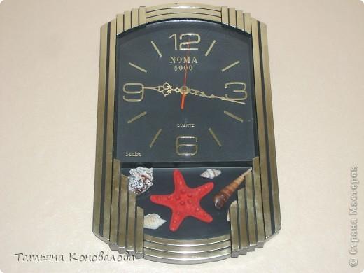 Часы, сделанные из виниловой пластинки и салфетки фото 2