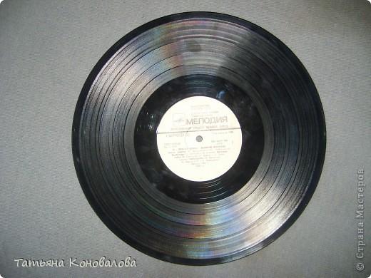 Часы, сделанные из виниловой пластинки и салфетки фото 3