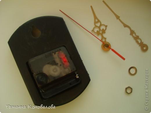 Часы, сделанные из виниловой пластинки и салфетки фото 5