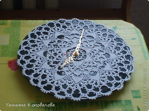 Часы, сделанные из виниловой пластинки и салфетки фото 6