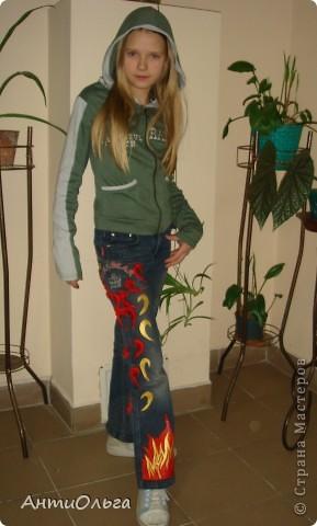 """Несколько лет назад мы в кружке на районный конкурс """"В джинсах только девушки"""" готовили сюрприз. Материалы вы видите на столе. Участники - девочки 4-6 классов. фото 2"""