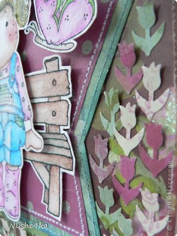 """Открытка с Тильдой в форме леечки не разворачивается. Она двусторонняя. Сзади магнитик - можно эту открытку как украшалочку """"прилепить"""" куда-нибудь. Сбоку в открытке есть кармашек. В него вставляется тег с поздравлением и с подвесочками - ключиком и замочком.  фото 4"""
