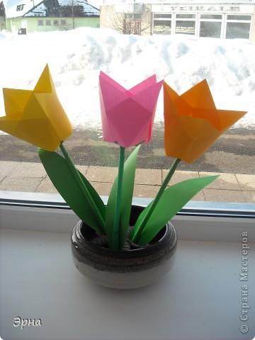Один тюльпан сделан из целого листа А4. А ссылочка вот здесь www.krokotak.com На этом сайте масса интересных идей,уроков,поделок,масок и т.д.! фото 1