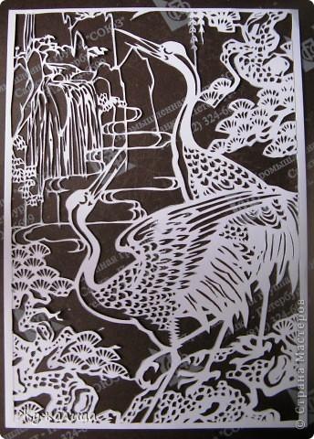 Это подарок для свекрови. Есть приметы в вышивке, что ЖУРАВЛИ (желательно пара журавлей рядом с сосновой веткой или деревцем) - один из самых главных символов здоровья. Вот я и решила вырезать ей такую картину.  фото 2