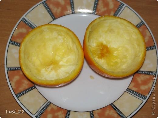 Для приготовления такого желе нам понадобится пачка желе, для контраста берём красное, в моём случае клубничное, пару небольших апельсинов. У меня оставался один, а остаток желе я просто в чашке оставила застывать. фото 3