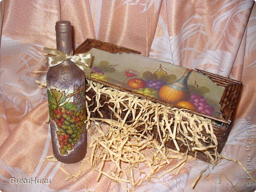 Подарок подруге на ДР.  Бутылка *****. А упаковка в которой она будет подарена сплетена из газетных трубочек. фото 1