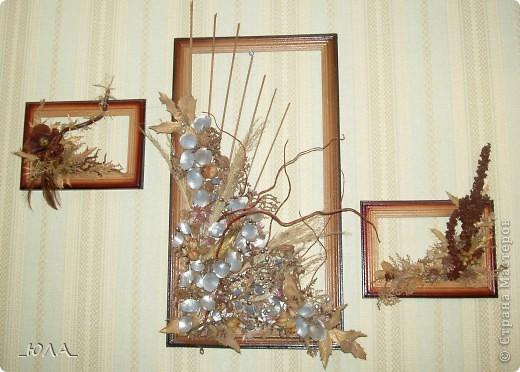 Хочу показать некоторые мои работы из сухоцветов. Может кому-то приглянутся отдельные идеи :). Увлекалась этим давно - лет 8 назад. Кое-какие работы оказались недолговечными, а многие радуют и по сей день - разве что чуть поблекли немножко.  Очень люблю этот венок. Растения закрепляла на сплетенном из ивовых веток венке. В венок вошли цветки лука-лизуна, молюцела, кермек, лавр, коробочки дильфиниума и всяческие колосочки, которые удалось собрать на природе, веточки туи окрашены серебряным лаком (для волос ))) ). Правда там еще вплетены шарики на проволочке покупные (для новогоднего декора продавались, но я использовала в других поделках ) Венок получился долгожитель - лет 7 выдержал точно (есть ли сейчас - не помню, т.к. делала его на подарок) фото 5
