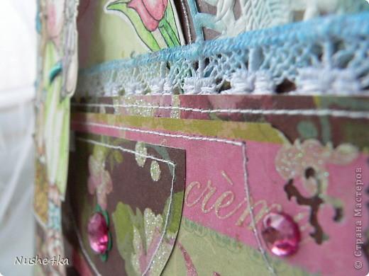 """Открытка с Тильдой в форме сумочки не разворачивается. Она двусторонняя. Сзади магнитик - можно эту открытку как украшалочку """"прилепить"""" куда-нибудь. Сбоку в открытке есть кармашек. В него вставляется тег с поздравлением и с подвесочками - ключиком и замочком. фото 3"""