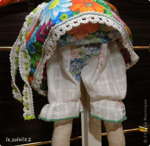 Сшила в подарок вот такую тильду-лошадь. Шляпка и гетры вязаные. Платье из бязи. фото 7