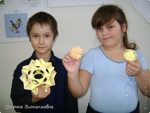 """Здравствуйте! Разрешите представить вам  одно из занятий  кружка """"Оригами"""". Сегодня идет распределение по группам. Ребята очень стараются.  фото 11"""