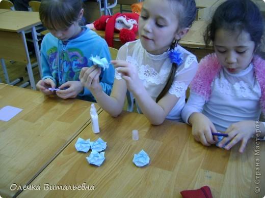 """Здравствуйте! Разрешите представить вам  одно из занятий  кружка """"Оригами"""". Сегодня идет распределение по группам. Ребята очень стараются.  фото 8"""