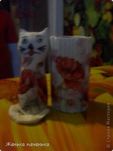 Маленькая кошечка в маковых цветочках фото 5