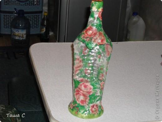 Вот так простая пластиковая бутылка, стала подставкой под расчески! На даче в деревенском доме смотрится ничего даже колоритненько! фото 1
