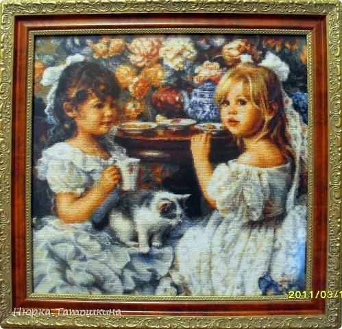 Мои долгожданные вымученные девчушки! Вышивка крестом. Размер полотна 40Х40. 80 цветов. 55 600 крестиков. Сказать, что там много одиночных крестиков - ничего не сказать))) Но она того стоила.