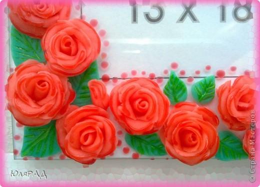 Ещё один вариант оформления))) Розы из холодного фарфора, сверху украсила их витражными красками для придания объёма. фото 3