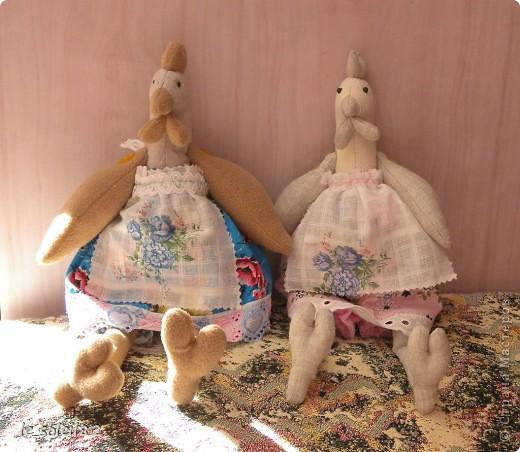 Заранее начинаю готовится к Пасхе. Сшила двух курочек в стиле Тильда. Одну для дочи, одну для подарка. Поедет жить в другой город. фото 1