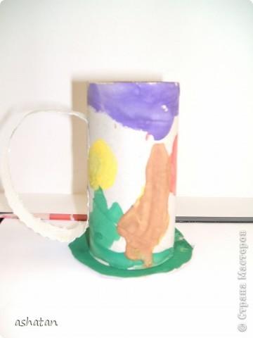 """""""Мимоза"""" - самостоятельная работа  Материал: бумага, картон, ладошки и пальчики сынишки , гуашь, кисточка, фигурный дырокол, цветная бумага, клей-карандаш Выполнено: 24.02.2011г. Сынульке 5л11м  фото 5"""