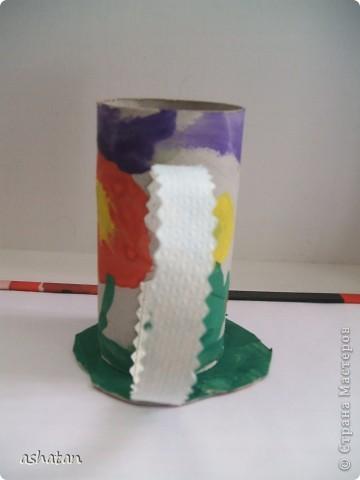 """""""Мимоза"""" - самостоятельная работа  Материал: бумага, картон, ладошки и пальчики сынишки , гуашь, кисточка, фигурный дырокол, цветная бумага, клей-карандаш Выполнено: 24.02.2011г. Сынульке 5л11м  фото 6"""